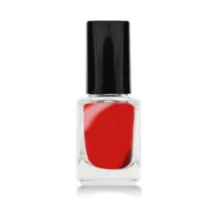 Stamping lak cherry red voor een trendy nageldecoratie.
