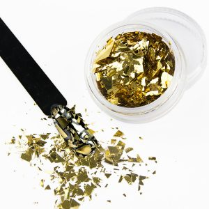 Nail art flakes in de kleur goud.