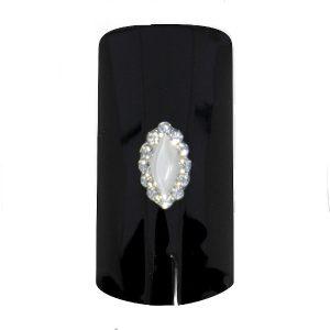 Mooi nagel sieraden voor een aparte nageldecoratie.