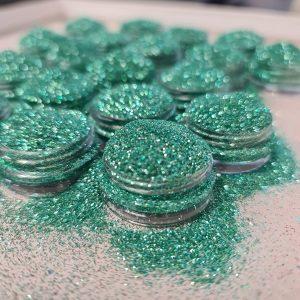 Glitterpoeder fijn evergreen voor spectaculaire nageldecoratie.